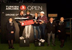 Dron Golf Şampiyonları Kaymer ve Lowry oldu